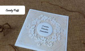 Detalhe de convite floral para primeira comunhão