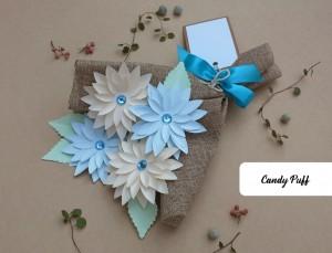 Bouquet de Flores Azuis e Bege