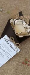 Convite para casamento com uma rosa de papel